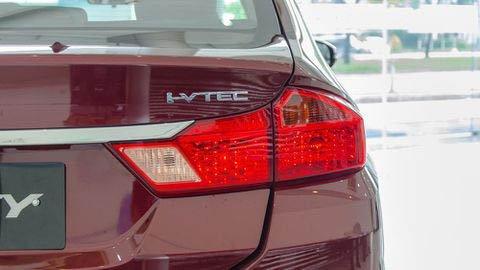 Đánh giá xe Honda City 2017-2018: Đuôi xe có tên động cơ mà xe sử dụng a11