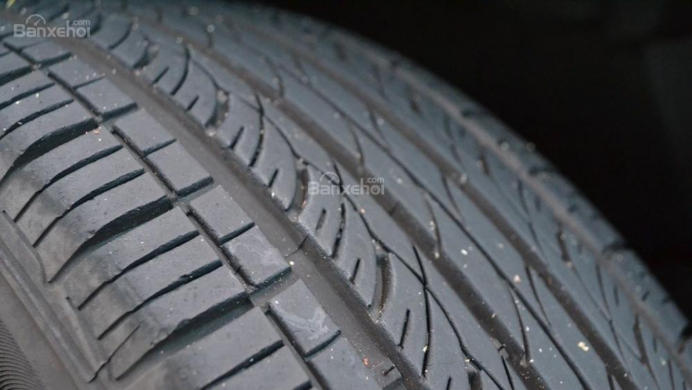 Đâu là thời điểm cần thay mới lốp xe ô tô? a1