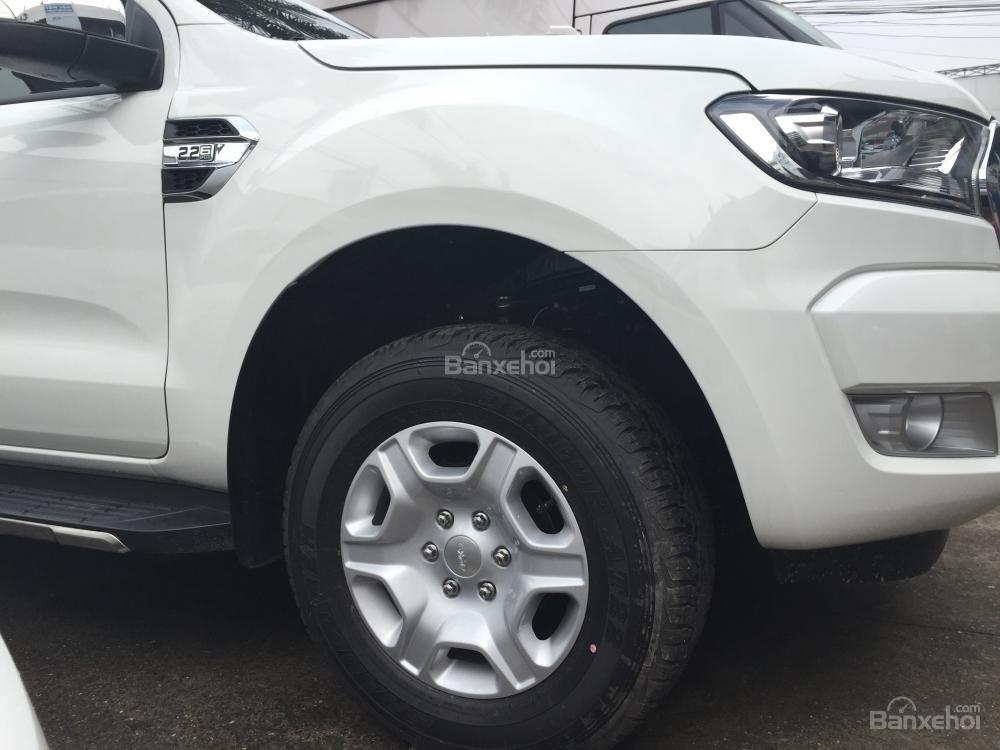 Ford Hà Giang bán xe Ford Ranger 2 cầu, số sàn, trả góp tại Hà Giang, thủ tục nhanh gọn (3)