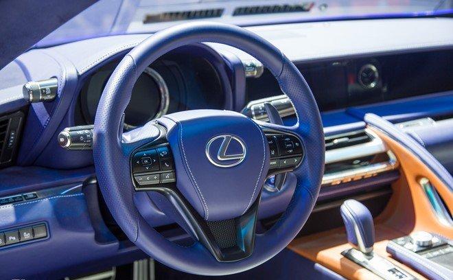 Lexus LC 500h sở hữu khoang nội thất sang trọng, tiện nghi và hiện đại hơn a1