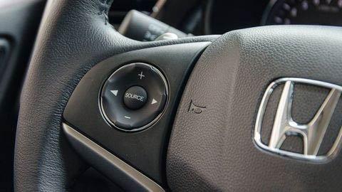 Đánh giá xe Honda City 2017-2018: Các nút điều khiển trên vô-lăng tiện lợi a115