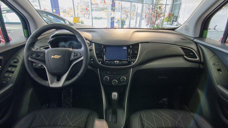 So sánh Chevrolet Trax 2017 và Suzuki Vitara 2016 về nội thất: Xe công nghệ và xe gia đình 1