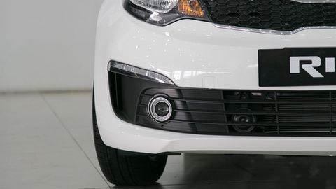 Đánh giá xe Kia Rio 2017: Đèn sương mù có thiết kế riêng biệt a8