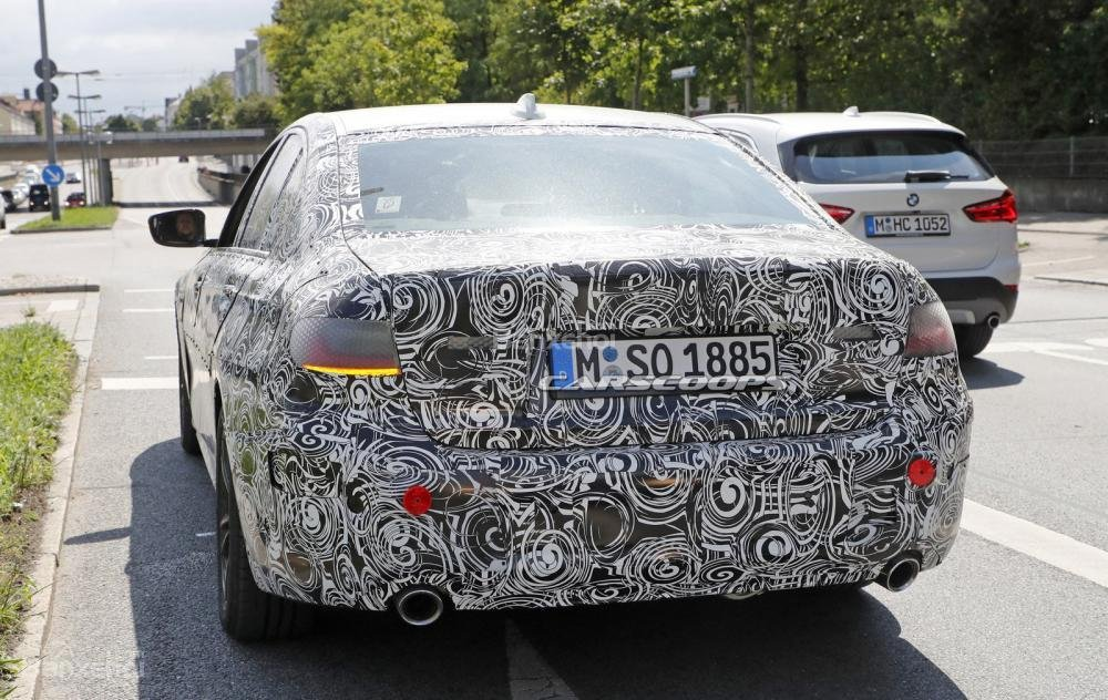 BMW 3-Series 2019 lộ diện với đèn pha phiên bản sản xuất 2