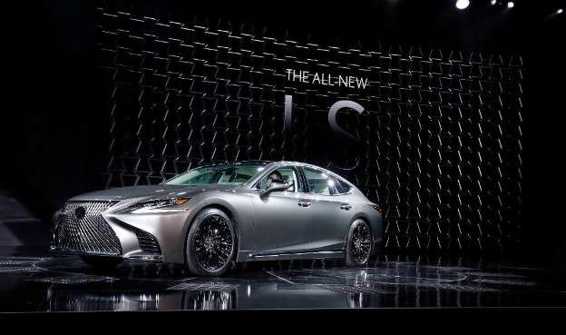 LS mới trang bị động cơ tăng áp kép V6 3.5L  sản sinh 415 mã lực.