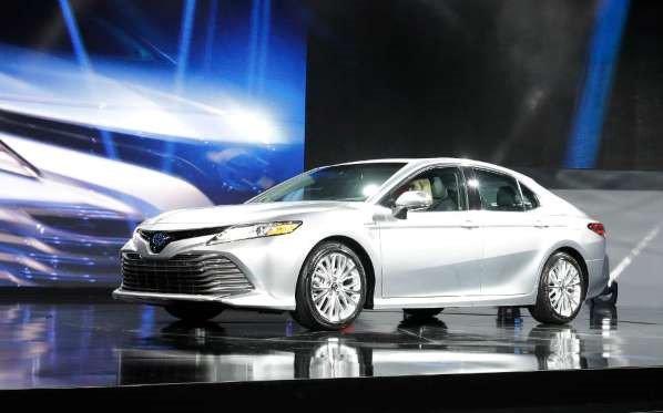 Toyota Camry mới với động cơ mạnh mẽ hơn cùng với thiết kế mới mẻ.