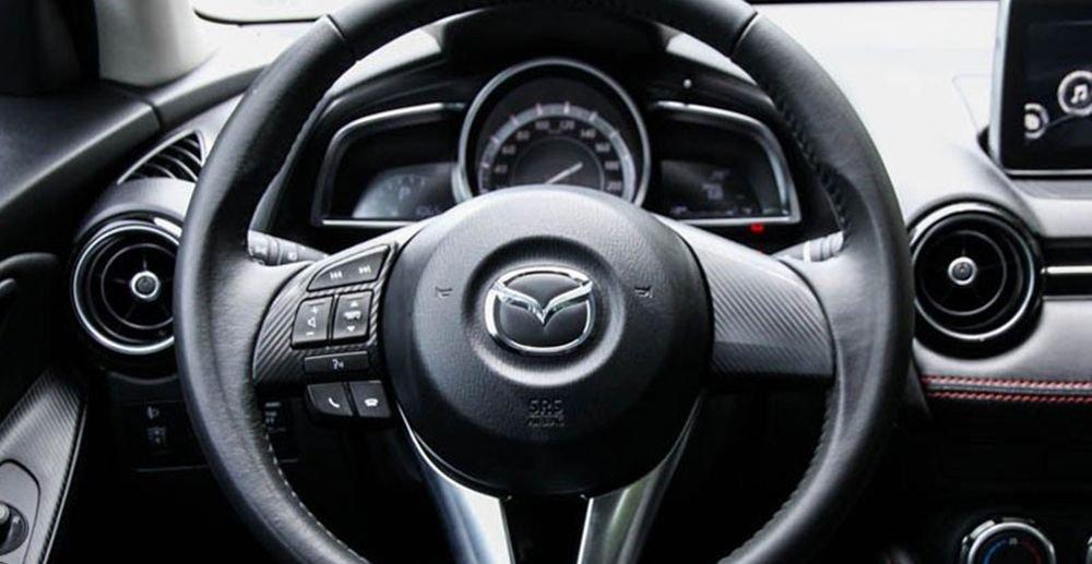 So sánh xe Honda City và Mazda 2 Sedan về vô-lăng 3
