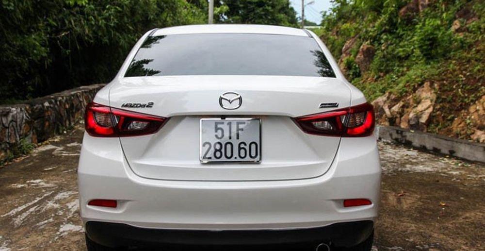 So sánh xe Honda City và Mazda 2 Sedan về đuôi xe 2