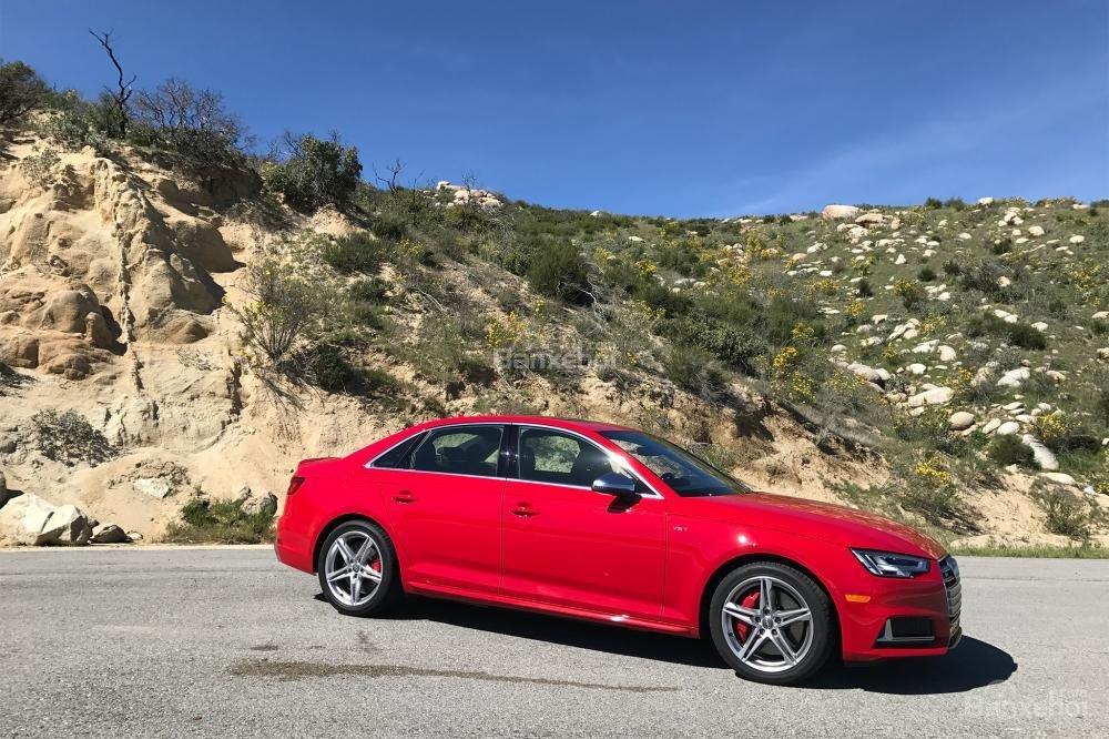 Đánh giá xe Audi S4 2018: Thân xe với thiết kế thể thao.