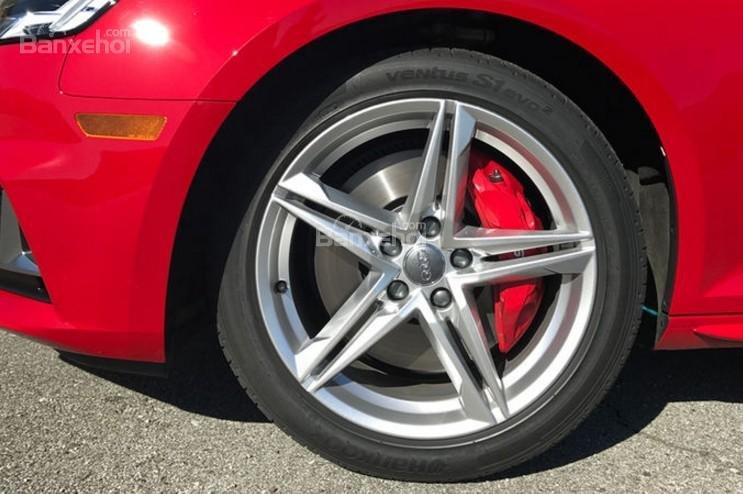 Đánh giá xe Audi S4 2018: Mâm hợp kim 5 chấu kép.