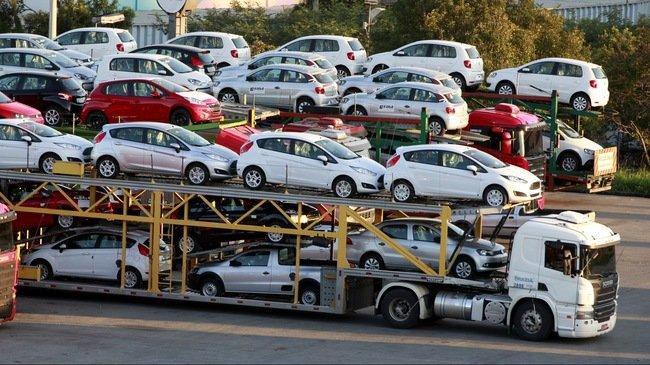 Giá ô tô đã giảm kịch sàn, vì sao vẫn ế? a1