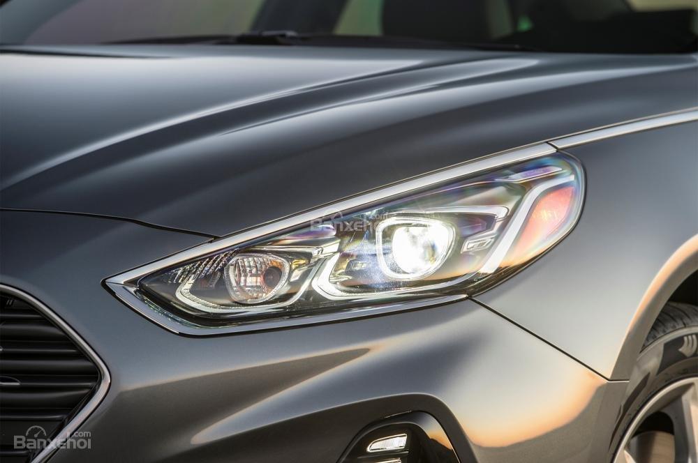 Đánh giá xe Hyundai Sonata 2018: Đèn pha LED.