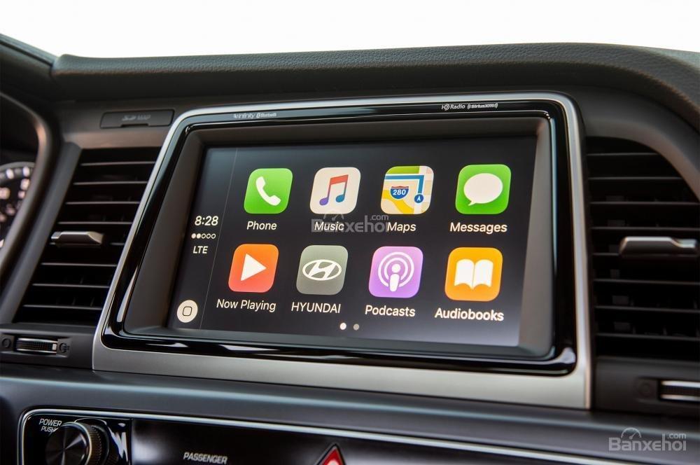 Đánh giá xe Hyundai Sonata 2018: Xe sở hữu nhiều ứng dụng giải trí.