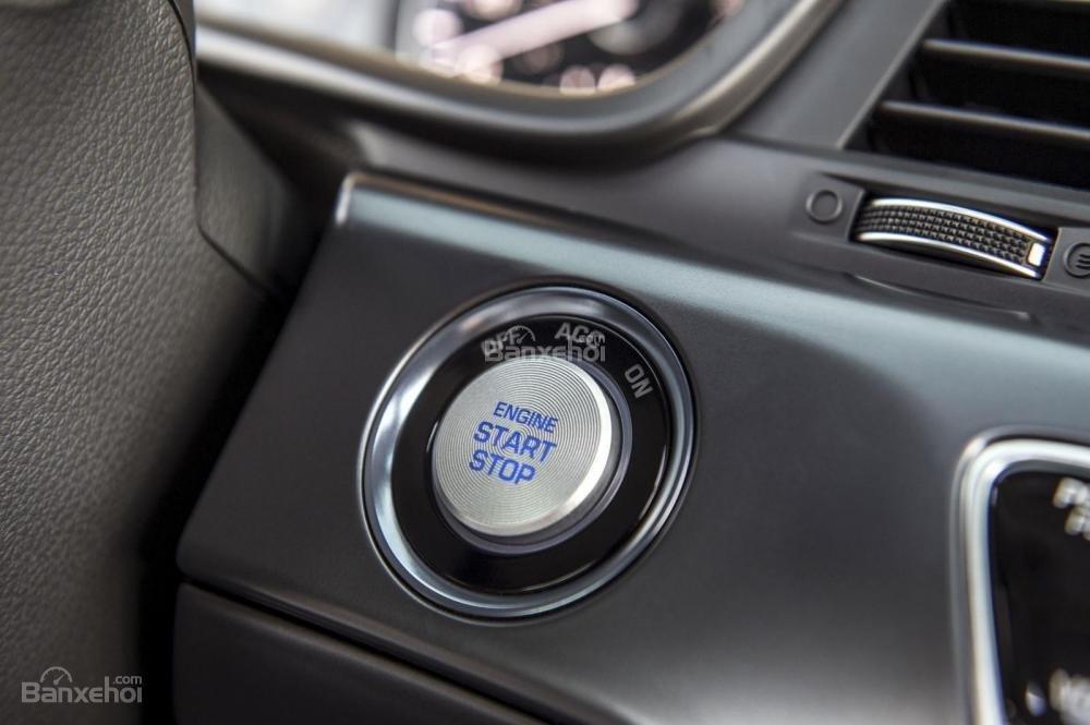 Đánh giá xe Hyundai Sonata 2018: Nút khởi động.