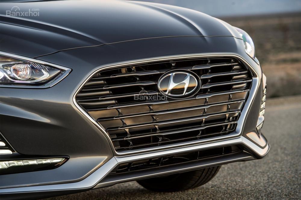 Đánh giá xe Hyundai Sonata 2018: Lưới tản nhiệt rộng.