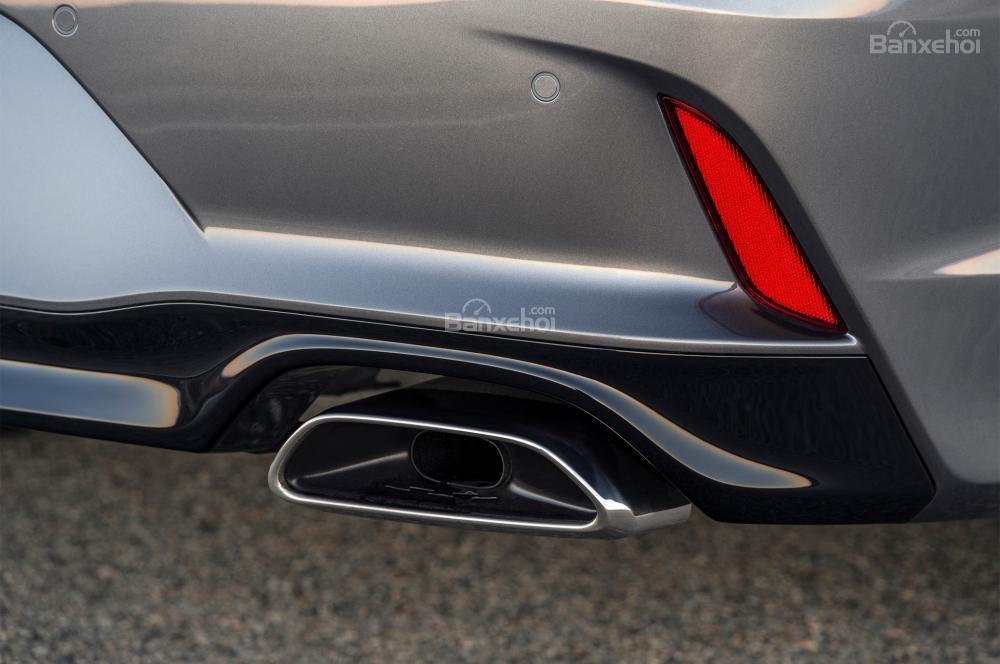 Đánh giá xe Hyundai Sonata 2018: Ống xả phía sau.