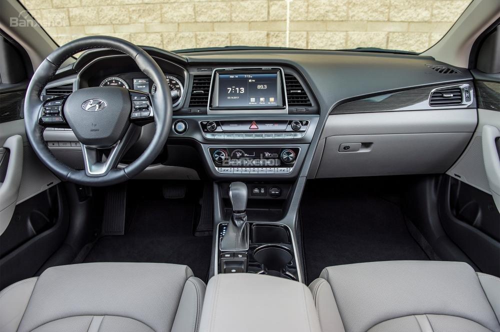 Đánh giá xe Hyundai Sonata 2018: Nội thất xe có thiết kế khá trang nhã.