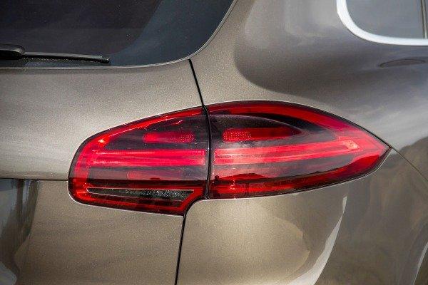 Đánh giá xe Porsche Cayenne 2017: Đèn hậu xe dạng LED a11