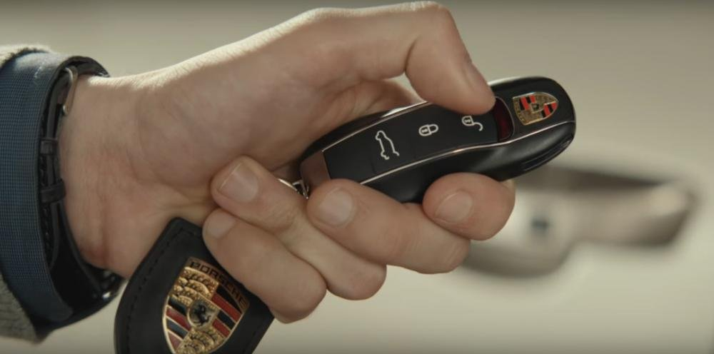 Đánh giá xe Porsche Cayenne 2017: Chìa khóa thông minh là điểm nỏi bật của xe a16