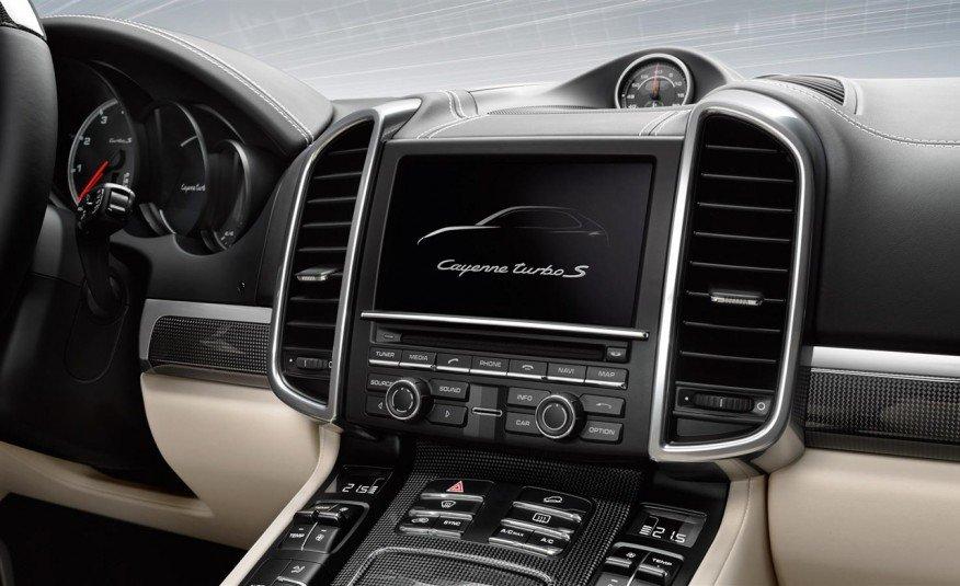 Đánh giá xe Porsche Cayenne 2017: Màn hình cảm ứng 7 inch hiện đại a17