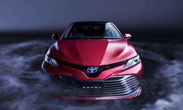 Ra mắt từ 10/7/2017, Toyota Camry 2018 chốt giá bán từ 656 triệu đồng tại Nhật Bản.