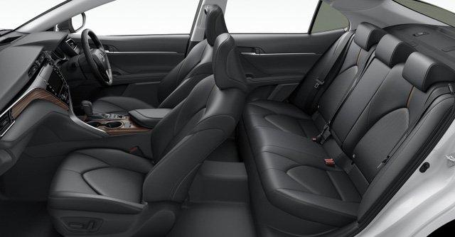 Nội thất của Toyota Camry 2018 Nhật Bản cũng tương tự như phiên bản Bắc Mỹ 3