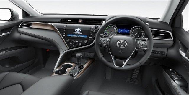 Nội thất của Toyota Camry 2018 Nhật Bản cũng tương tự như phiên bản Bắc Mỹ.