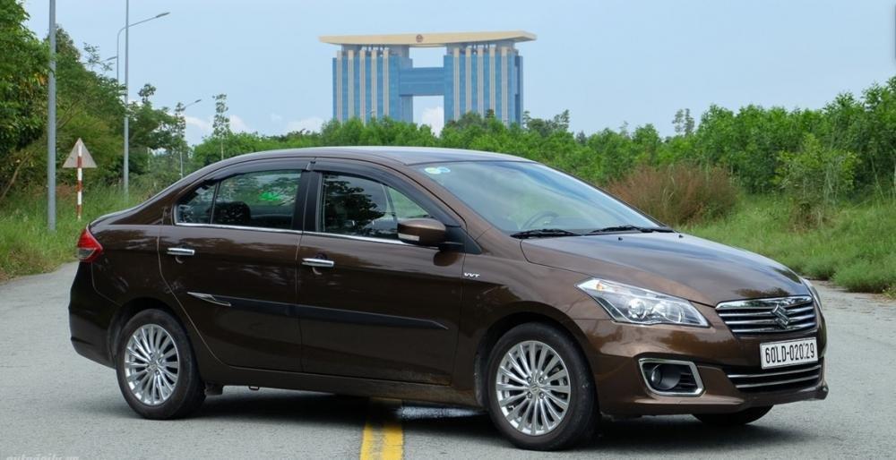 Suzuki Ciaz giảm giá cả trăm triệu đầu tháng cô hồn.