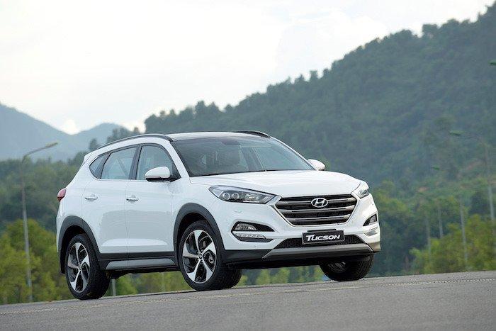 So sánh xe Hyundai Tucson CKD 2017 và Mazda CX-5 2016 về đầu xe.