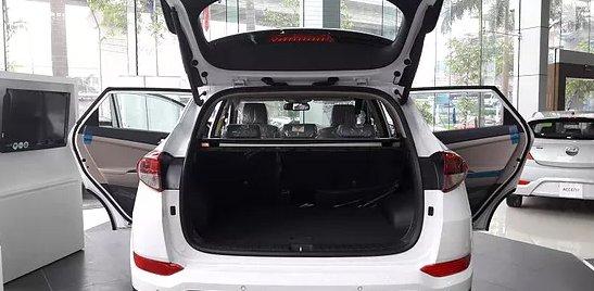 So sánh xe Hyundai Tucson CKD 2017 và Mazda CX-5 2016 về đuôi xe 4
