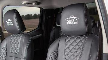 Các ghế ngồi của Isuzu D-Max 2017 off-road được bọc da và thiết kế thể thao.
