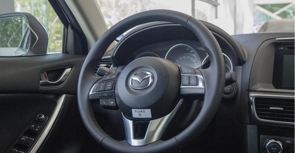 So sánh xe Hyundai Tucson CKD 2017 và Mazda CX-5 2016 về nội thất 11