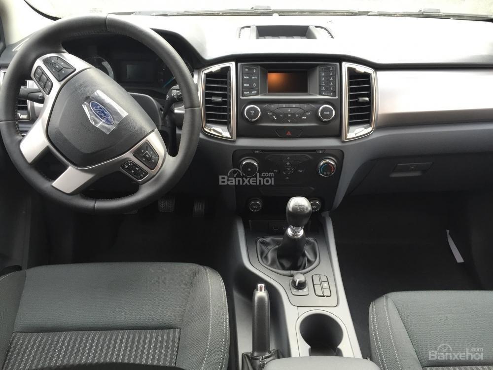 Ford Hà Nam bán xe Ford Ranger XLT 2 cầu số sàn, trả góp nhanh gọn, LH 0902212698 (6)