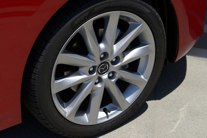 Đánh giá xe Mazda 3 2017: Mâm xe đúc hợp kim a6