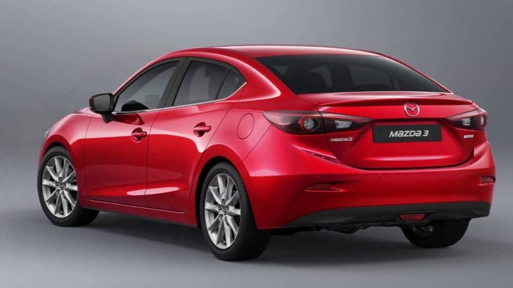 Đánh giá xe Mazda 3 2017: Đuôi xe thay đổi ở cụm đèn hậu so với thệ hệ cũ a8