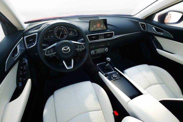 Đánh giá xe Mazda 3 2017: Nội thất thể thao trong xe a12