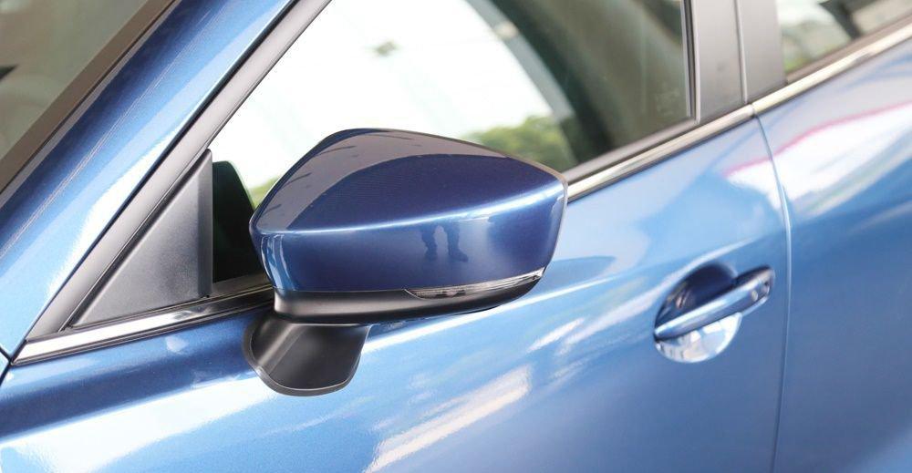 So sánh xe Honda Civic 2017 và Mazda 3 2017, cả 2 xe đều dùng gương chiếu hậu điện 2
