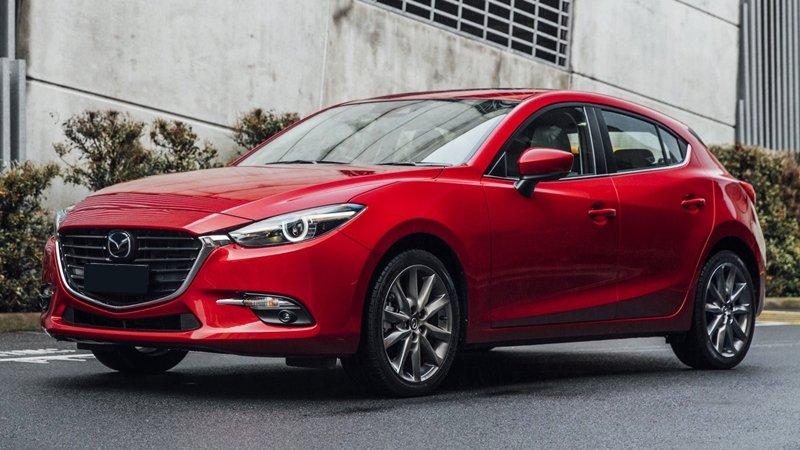 So sánh xe Honda Civic 2017 và Mazda 3 2017: Mazda 3 với mức giá phải chăng là lựa chọn phù hợp hơn Honda Civic rất nhiều.