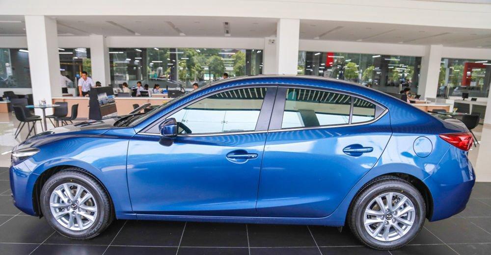 Mazda 3 2017 ngắn hơn Honda Civic khoảng 55mm chiều dài.