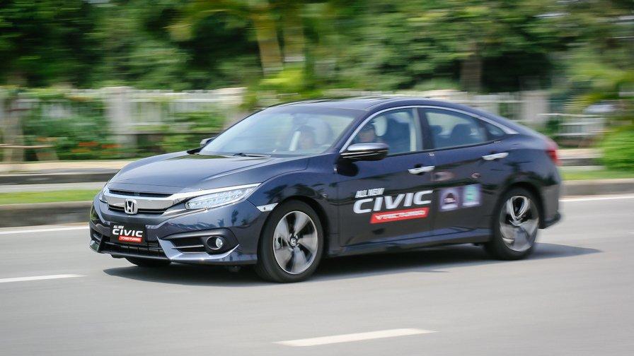 So sánh xe Honda Civic 2017 và Mazda 3 2017: Giá bán quá cao khiến Honda Civic mới khó lòng vượt qua được Mazda 3.