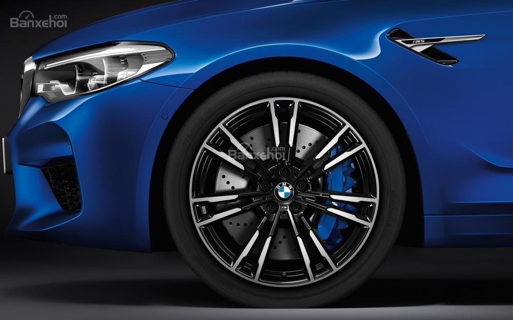Đánh giá xe BMW M5 2018: Mâm xe hợp kim.