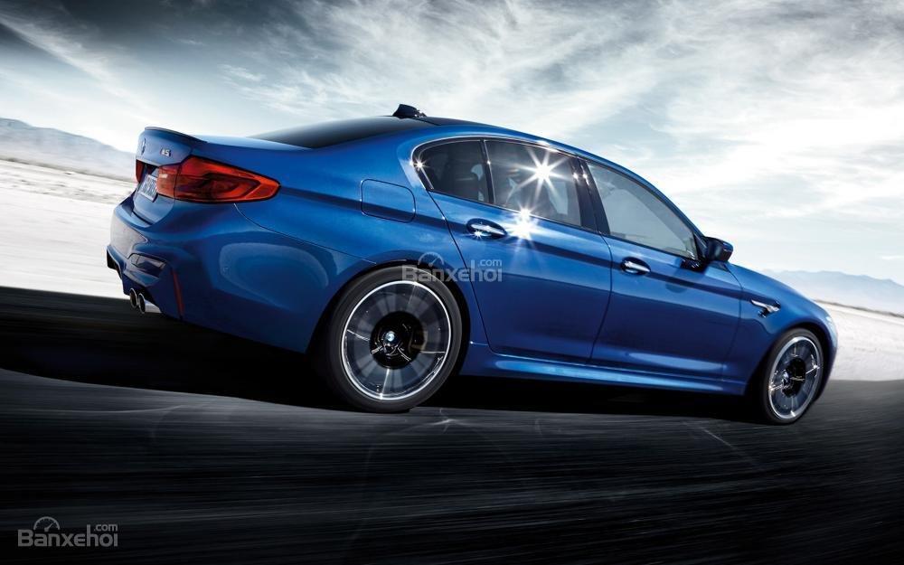 Đánh giá xe BMW M5 2018: khoang hành lý thuộc top đầu danh sách.
