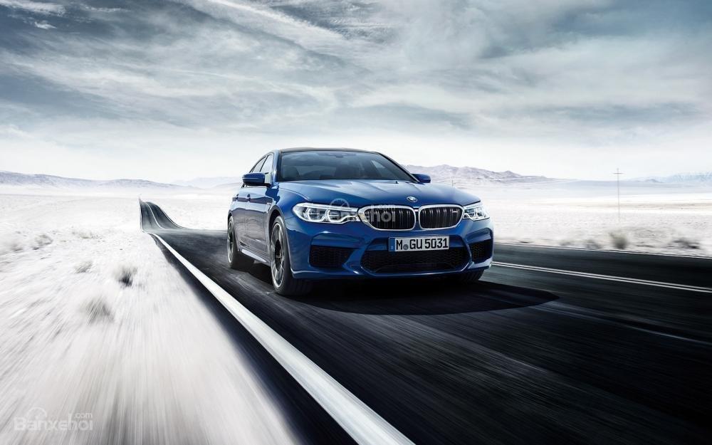 Đánh giá xe BMW M5 2018: Cảm giác lái mượt mà, mạnh mẽ.