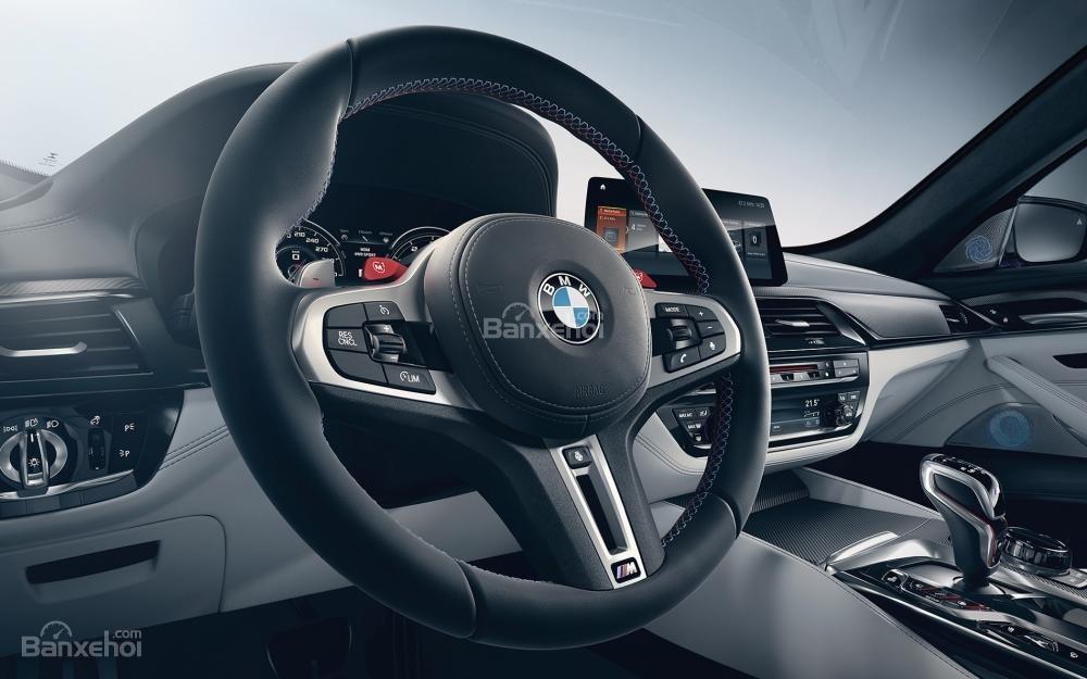 Đánh giá xe BMW M5 2018: Vô lăng bọc da.