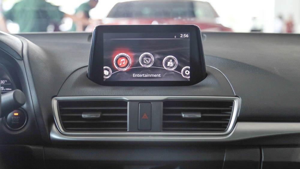 Đánh giá xe Mazda 3 2017: Bảng táp-lô được nâng cấp thiết kế a12