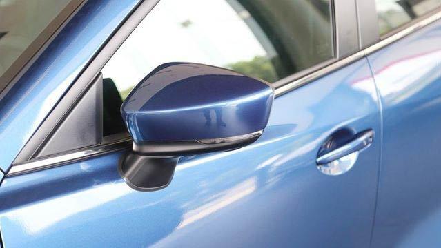 Đánh giá xe Mazda 3 2017: Gương chiếu hậu được vuốt dài hơn trước a7