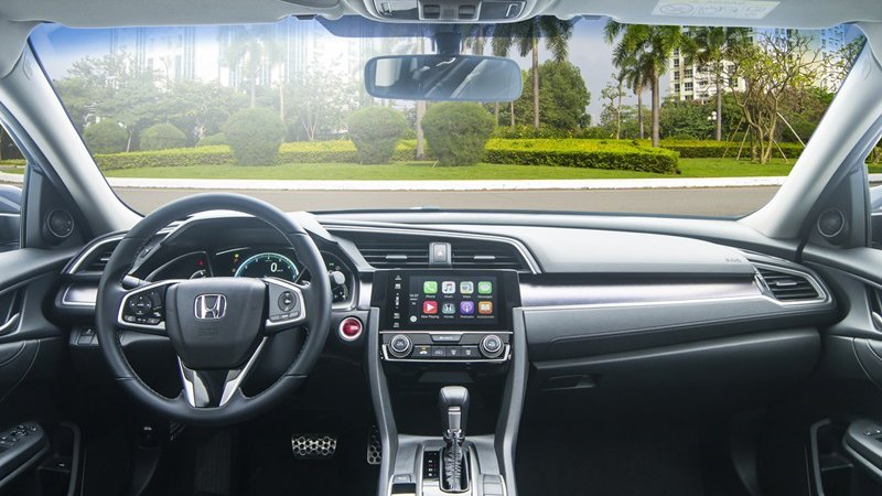 So sánh xe Honda Civic 2017 và Mazda 3 2017: Nội thất tiền nào của nấy.
