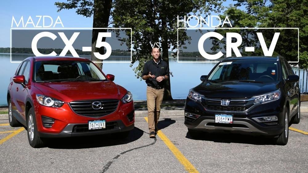 Ảnh chụp phía trước của Honda CR-V và Mazda CX-5 a1