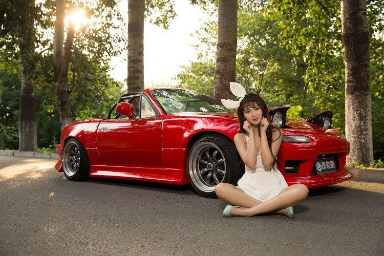 Hotgirl nhí nhảnh bên Mazda MX-5 3.