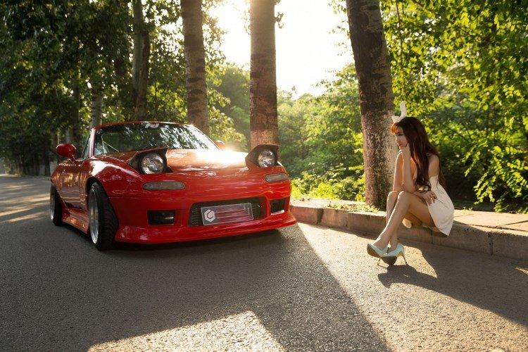 Hotgirl nhí nhảnh bên Mazda MX-5 4.